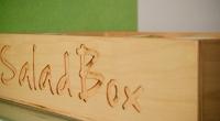 Logo Salad Box gravat in Lemn